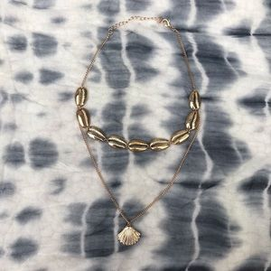 NWOT Gold Shell Necklace
